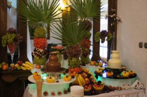 Fontanna czekoladowa i palmy owocowe