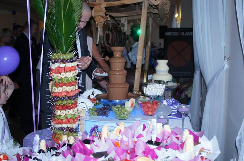 fontanna serowa i czekoladowa na weselu