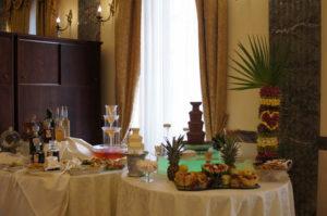 fontanna serowa, alkoholowa i czekoladowa na weselu