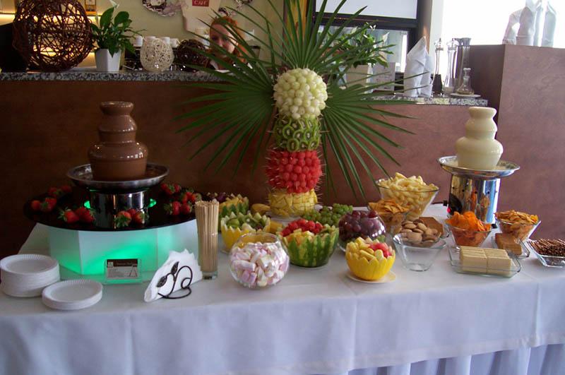Fontanna czekoladowa i palma owocowa