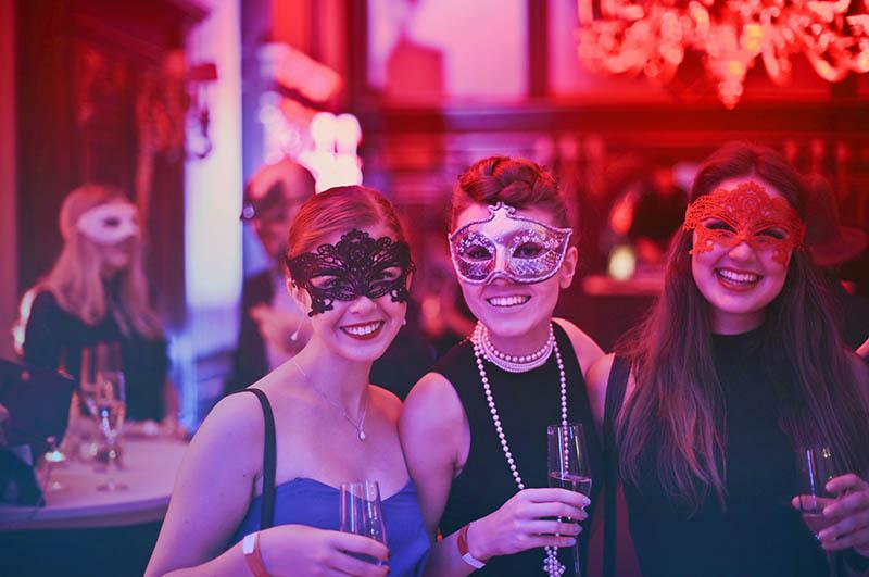 Impreza panieńska w stylu karnawałowym