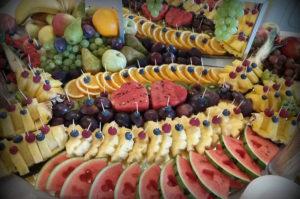 Owocowy stół na weselu