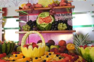 Fruit carving kwiaty w arbuzie