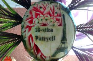 kwiaty w arbuzie na 18 urodziny