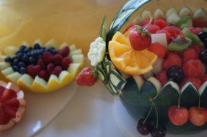 owocowy kosz na wesele
