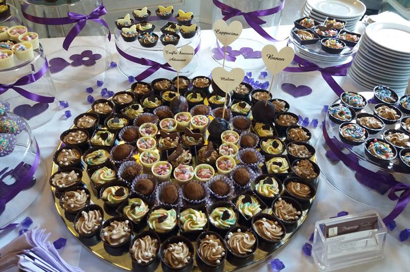 Słodki stół z czekoladkami