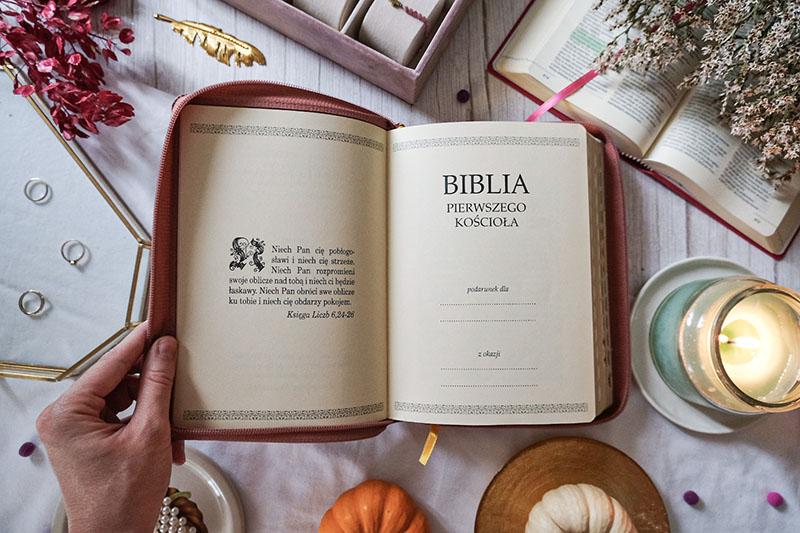 Biblia prezent na chrzest chłopca