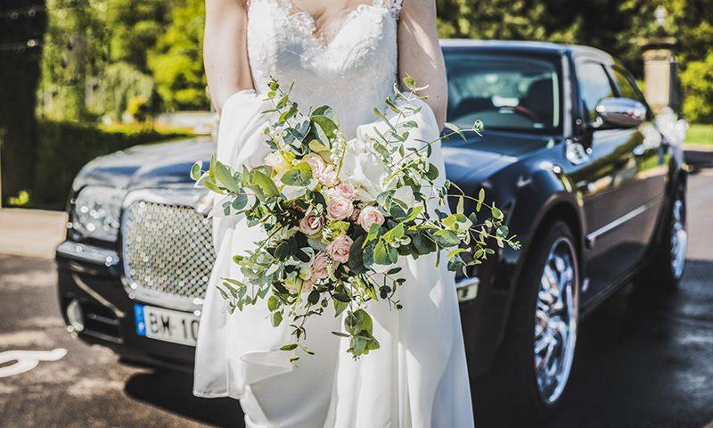 Dekoracja samochodu weselnego
