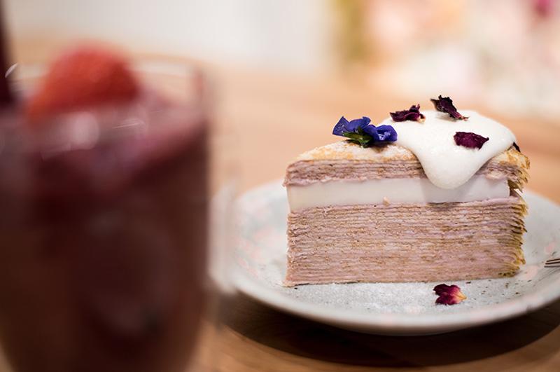 wycinek ciasta na chrzest