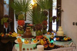 Fontanny czekoladowe i palmy owocowe